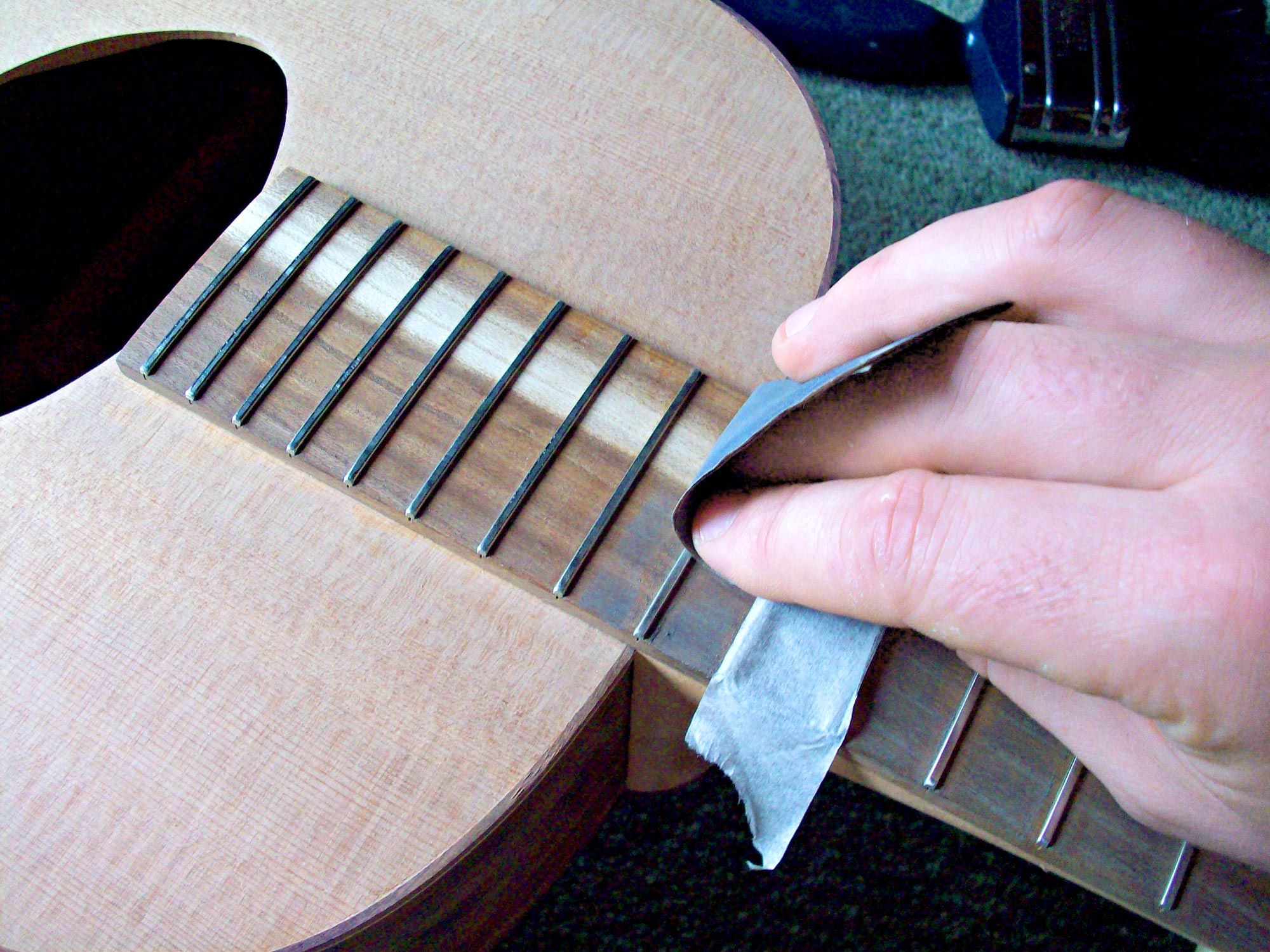 how to maintain a guitar, fret cleaning, fret setup. fret buzz