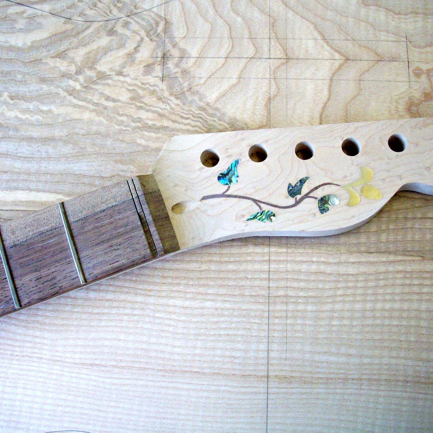 guitar headstock inlay, electric guitar luthier, guitar setup