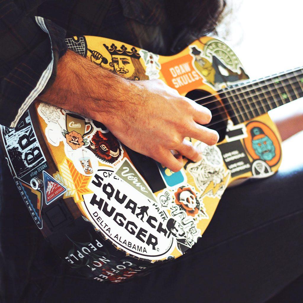 lutherie, guitar stringing, custom guitar